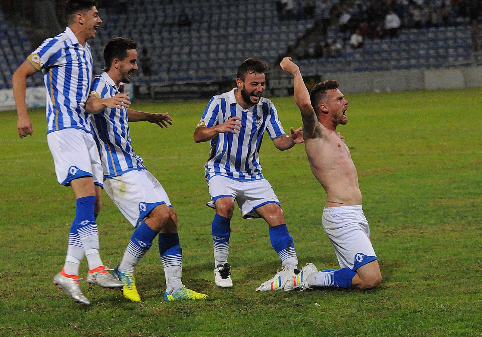 Iván Aguilar no pudo contener su furia contenida desde hace semanas y al marcar lo celebró quitándose la camiseta que le costó una nueva amarilla y la expulsión.