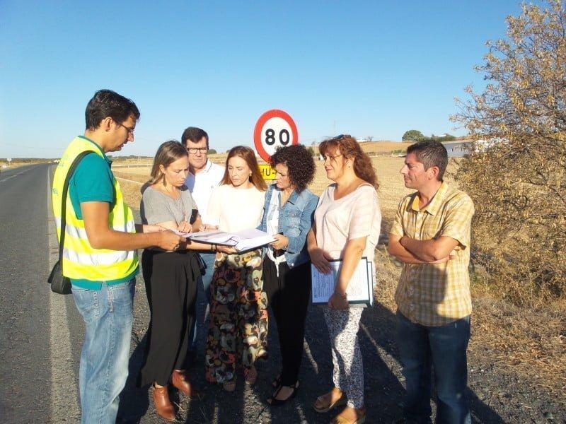 La diputada del Área de Infraestructura, Laura Martín, ha visitado los tramos en los que se van a acometer las obras, en compañía de los alcaldes