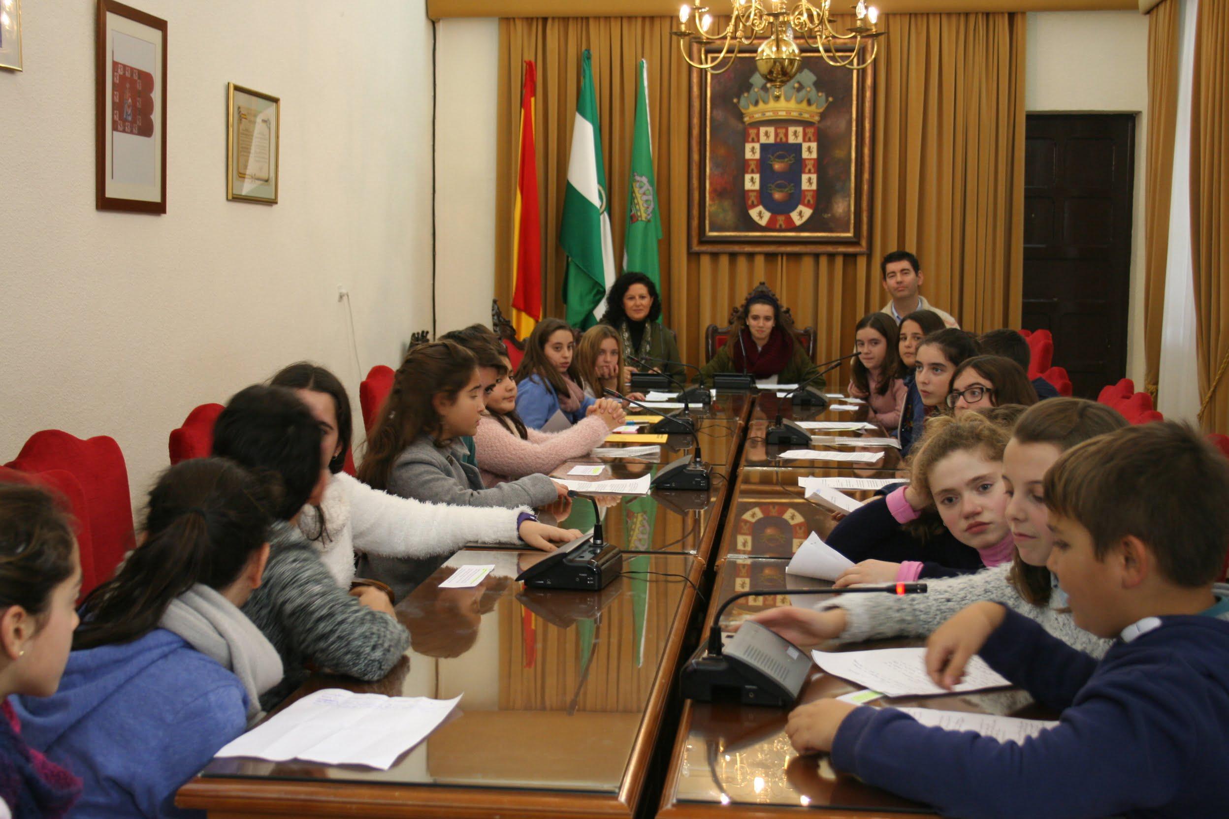 Los niños participaron en el Pleno Infantil de Valverde del Camino.