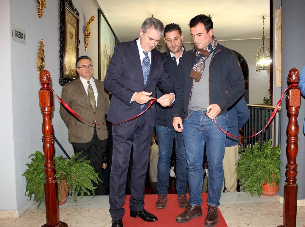 Inauguración de la exposición de la 'Divina Pastora'.