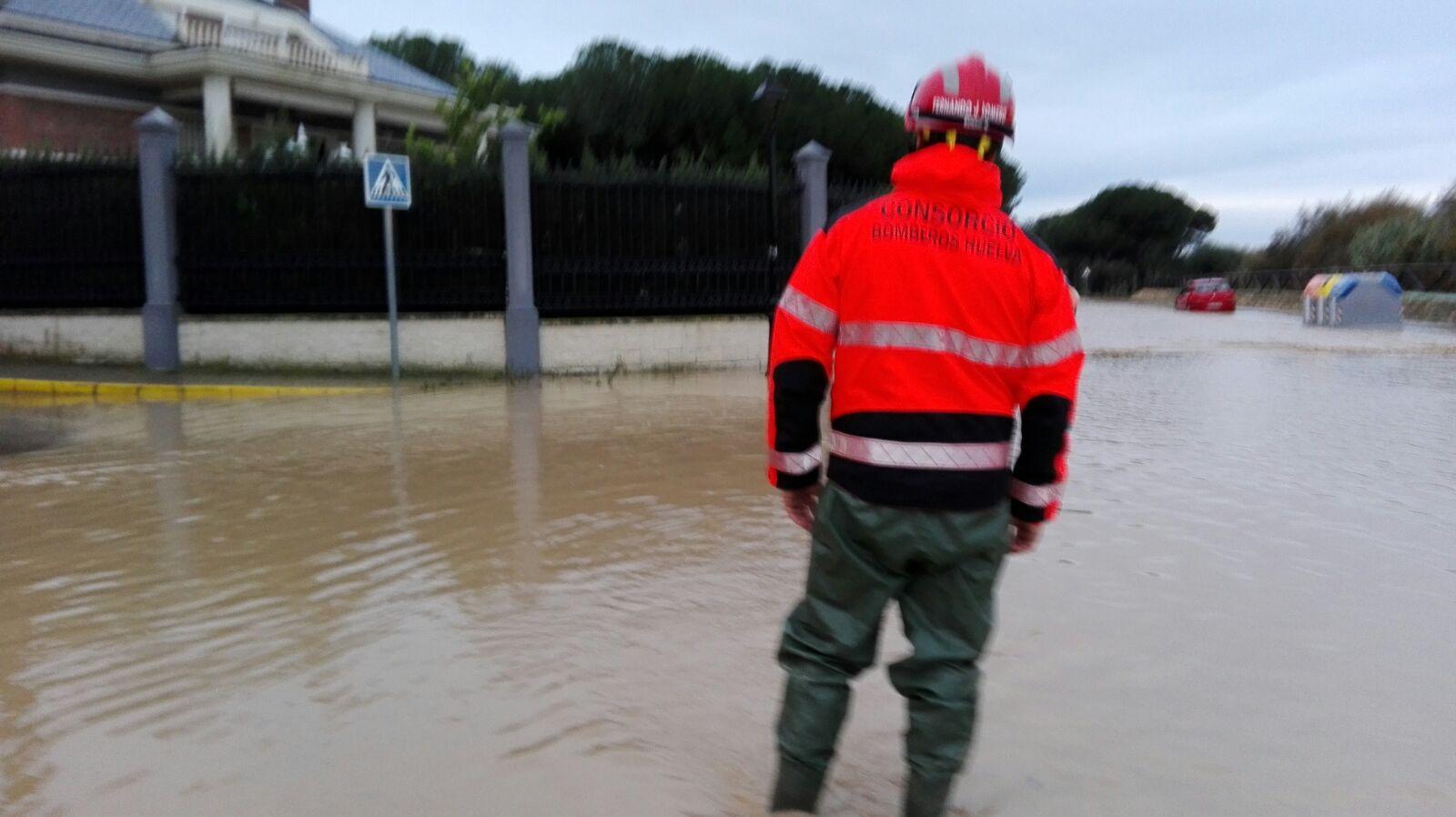 El arroyo de La Dehesa se volvió a desbordar la tarde noche del domingo.