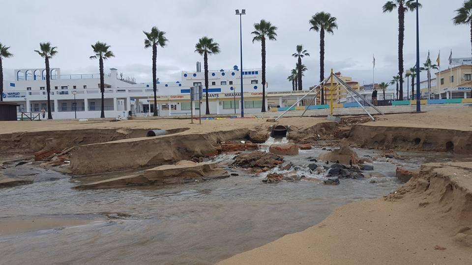 La playa de La Antilla ha vuelto a sufrir el azote del temporal, como ocurriera en pasado mes de mayo