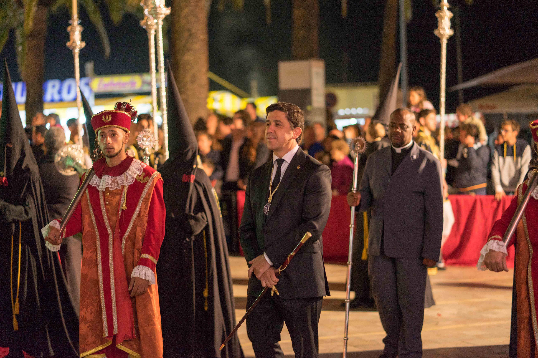 El alcalde encabezó la comitiva de la Corporación Municipal en las procesiones del Viernes Santo en Ayamonte