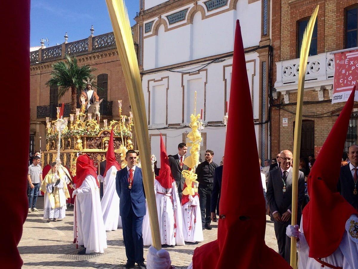 'La Borriquita' ha estado acompañada por la Banda de Cornetas y Tambores, Rosario y Victoria de Brenes