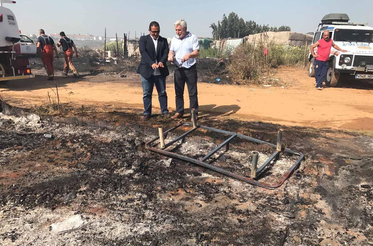El diputado de la Costa y el presidente del Consorcio Provincial de Bomberos han visitado la zona del incendio