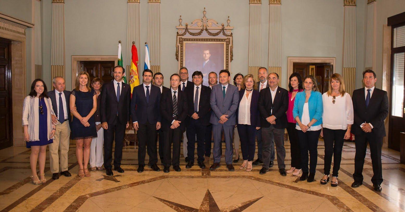 El alcalde de Huelva también ha recibido a una delegación de la Comisión