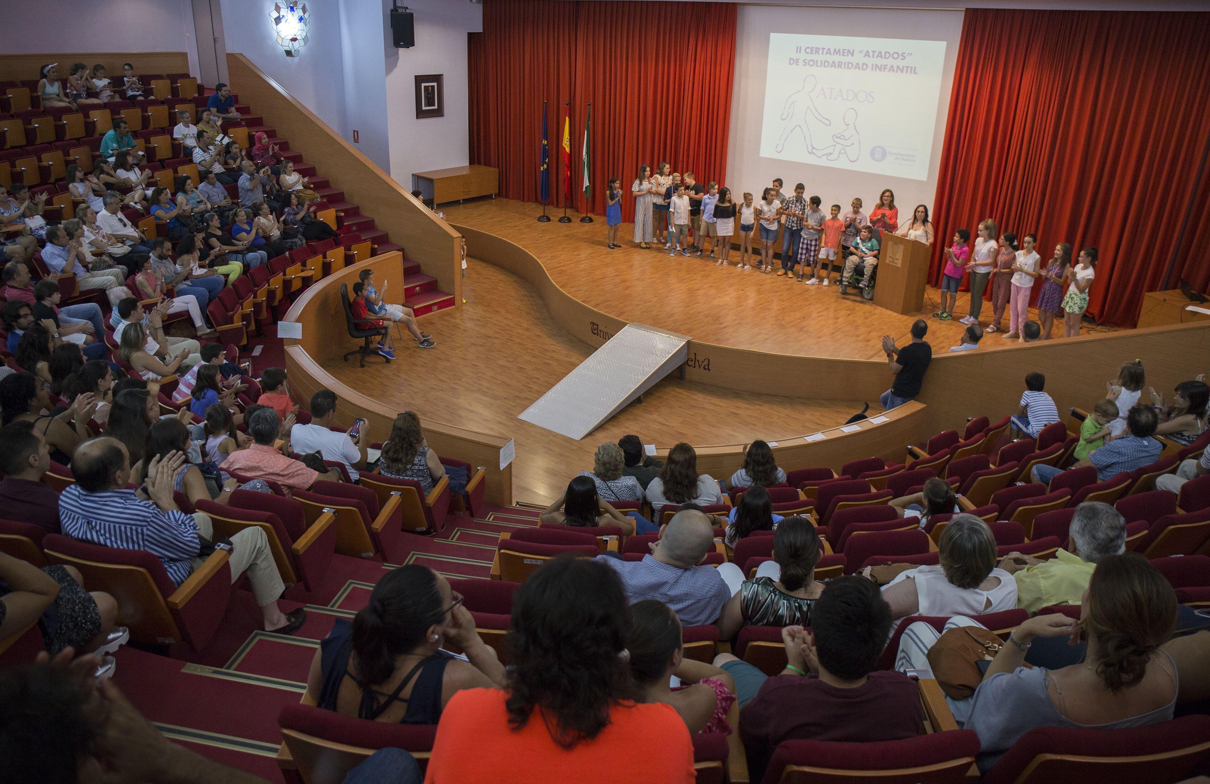 Muchas familias y jóvenes asistieron a la entrega de los premios.