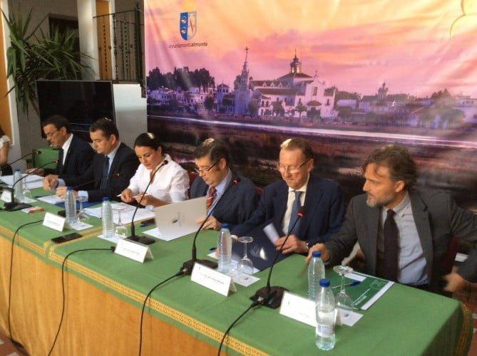 Los consejeros de Justicia e Interior y de Medio Ambiente y el delegado del Gobierno en la presentación del Plan Aldea