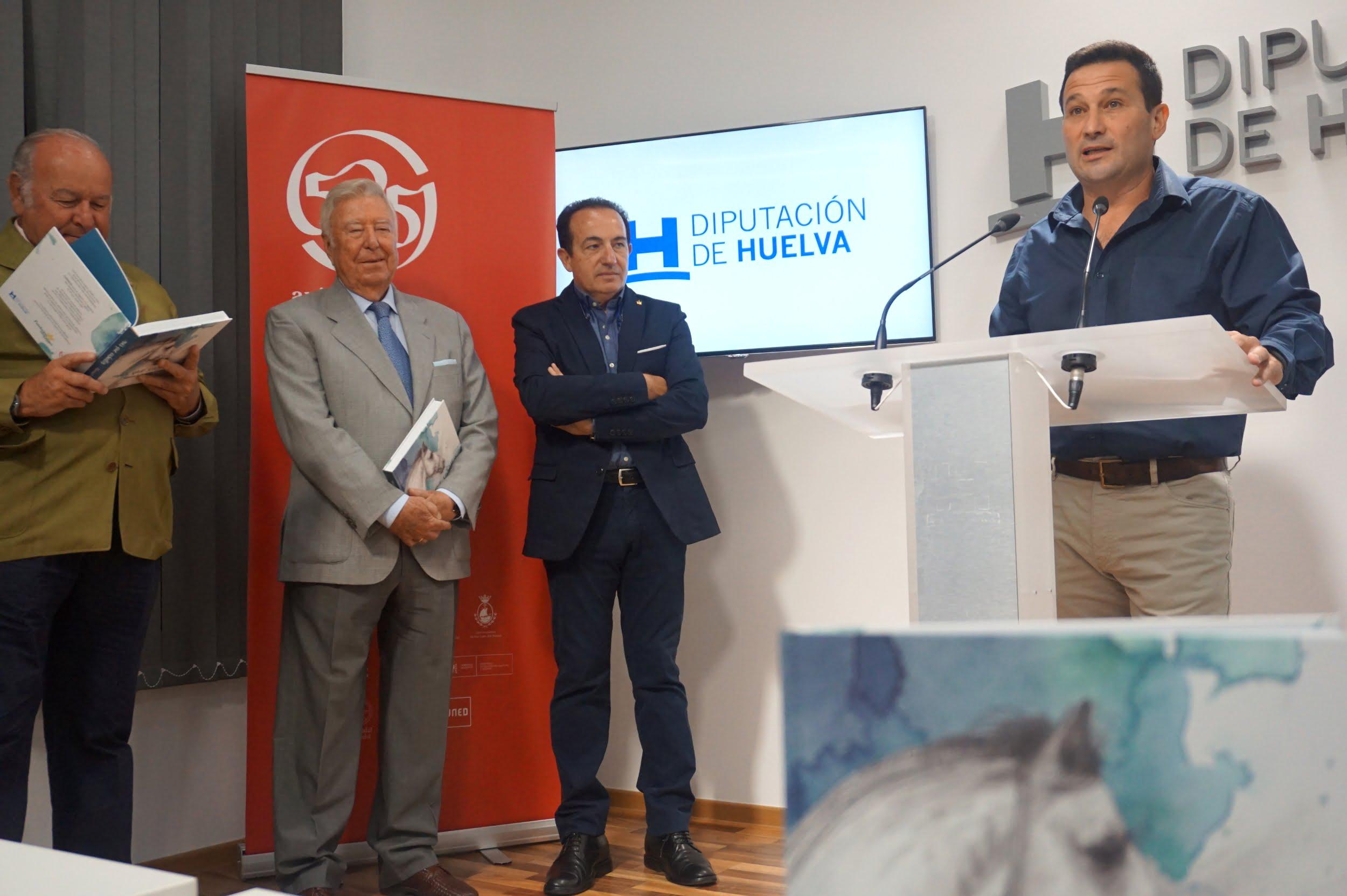 Alvaro Domecq junto a José Luis Garcia Palacios y Manuel Acosta mientras interviene el diputado, Ezequiel Ruiz.