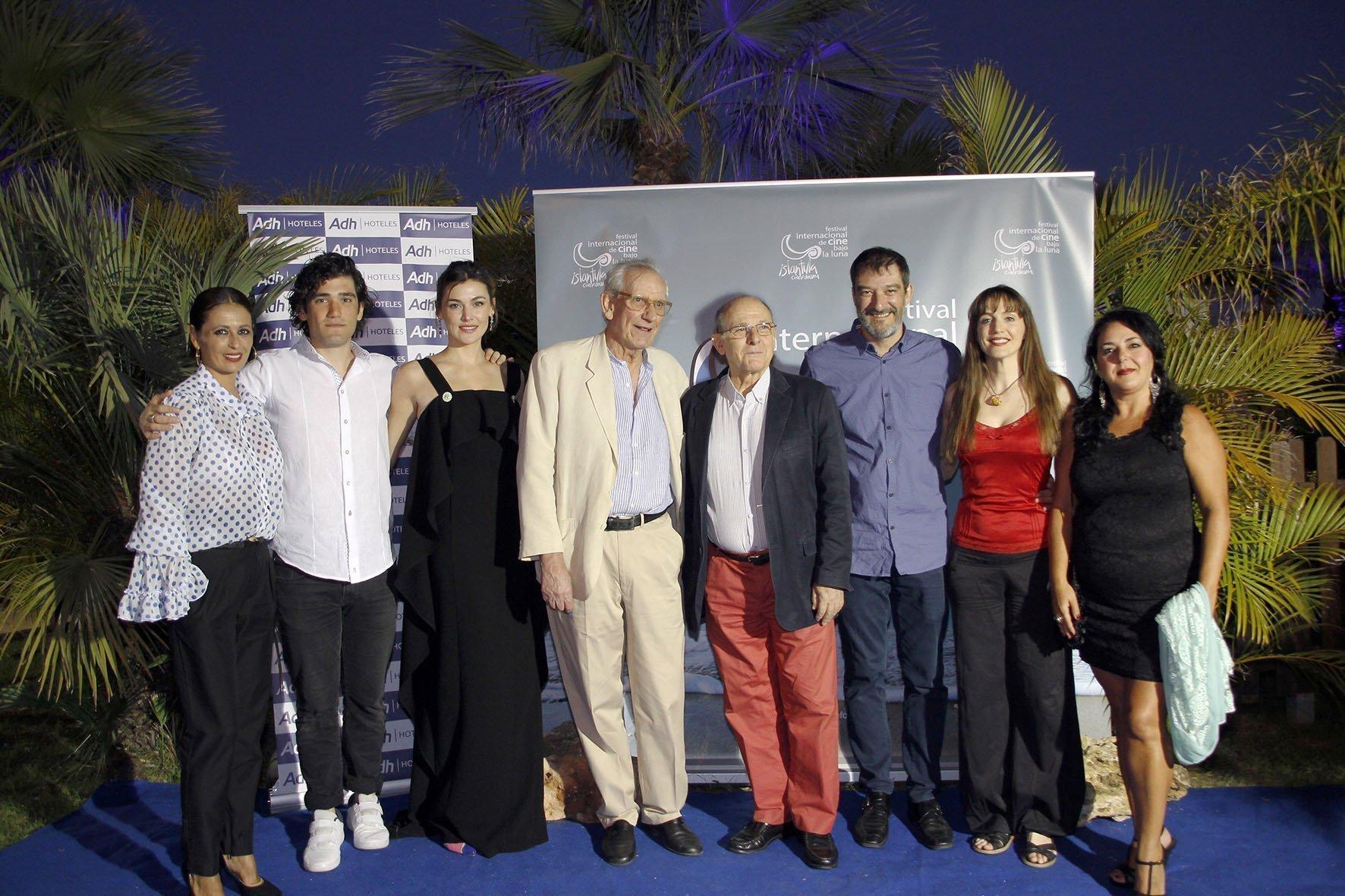 El homenajeado, Jaime Chávarri, junto a colegas de profesión e invitados a la gala