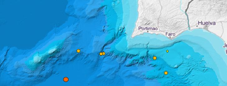 El terremoto de este miércoles está más cercano al volcán marino inactivo. En la imagen las últimas localizaciones.