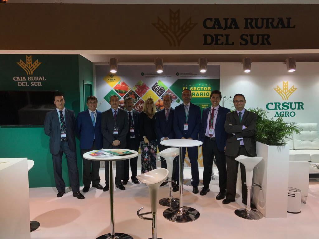 Directivos de Caja Rural del Sur en el stand de la entidad en Fruit Attraction.