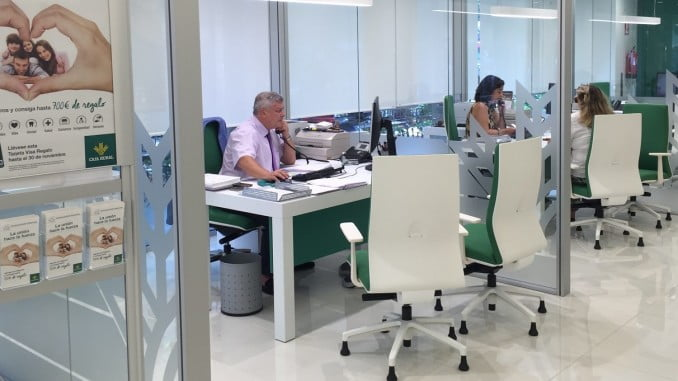 La agencia fitch ratifica el rating de caja rural del sur for Oficinas de caja rural