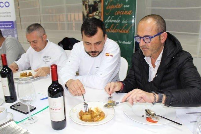 El Jurado valorando el plato 'Asador Los Tientos'.