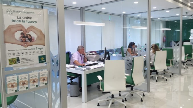 Caja rural del sur ofrece tres nuevos planes de pensiones for Oficinas caja sur