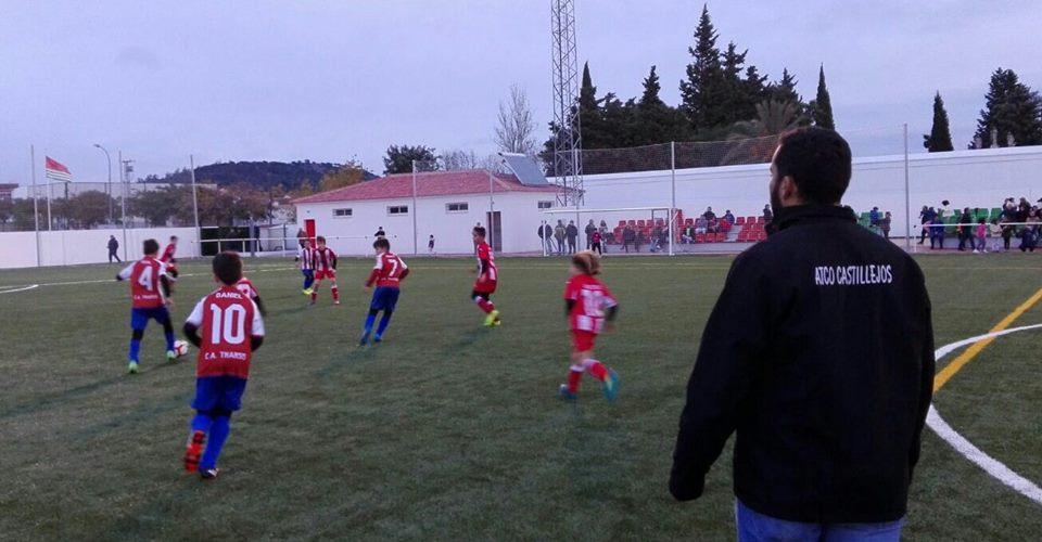 El nuevo campo de fútbol cuenta con cesped artificial