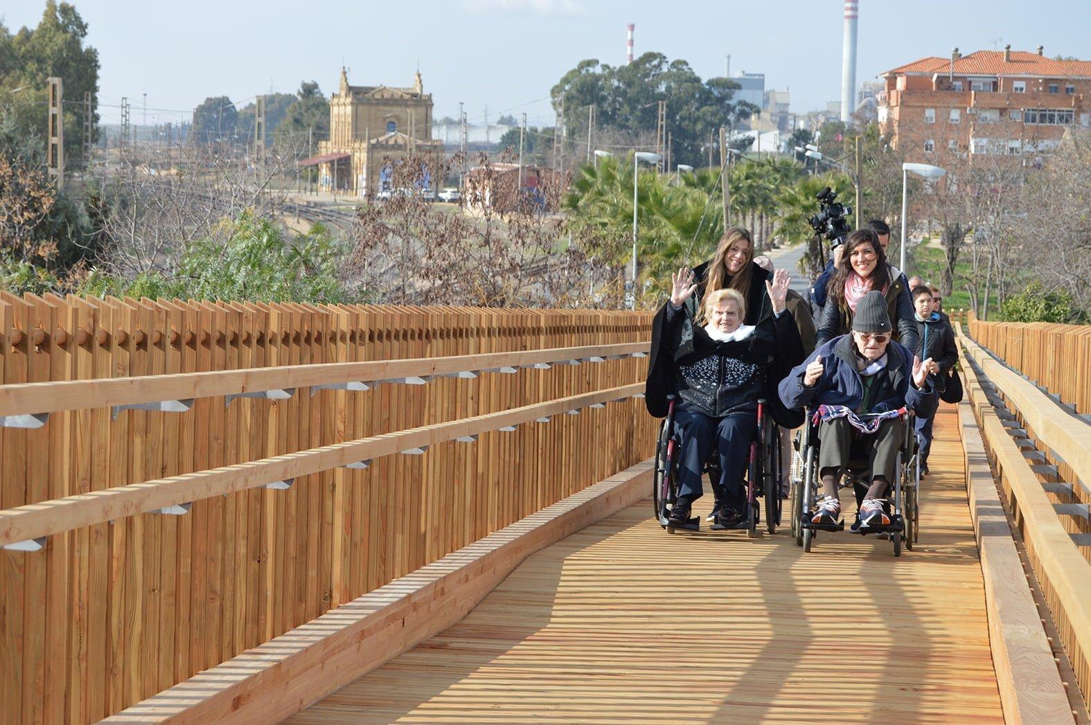 La pasarela ha sido configurada para personas con movilidad reducida