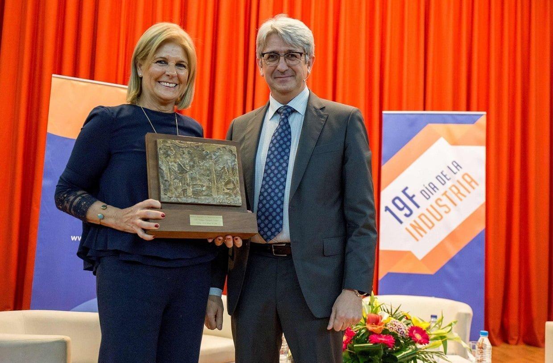 Agüera entrega la Mención Especial Aiqbe a la Trayectoria Industrial al centro Rodríguez Casado