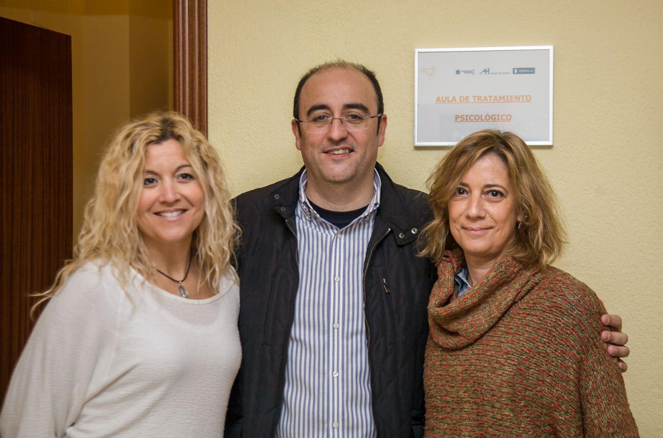 Marcos Martín con representantes de Asprodesordos, durante su visita a la asociación